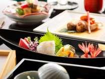 【鳳凰懐石イメージ】旬の食材を贅沢に使って、料理長が丹精込める上品な味わいの懐石(月替わり)