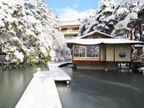 【庭園・雪景色】例年初雪は12月頃となり、本格的に降り積もる時期は1月中旬~2月初旬頃となります