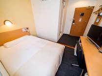 【シングルルーム】140cm幅のベッドを全室完備】