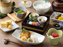 ご朝食は和朝食または洋朝食よりお選びいただけます。(画像は和朝食)