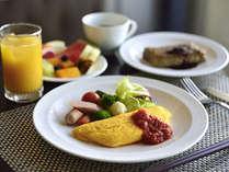 朝食バイキング卵料理はお好みの調理法でテーブルへお持ちいたします。