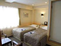 *ツイン(客室一例)/カップルやご夫婦でのご宿泊におススメ!ゆったり心地良いお部屋でお過ごし下さい。