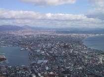 函館山では昼夜問わず景色は絶景です。