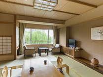 和室10畳。温泉旅館ならではのほっとする和室です。