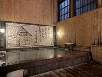重厚な総檜の趣が感じられる男性専用内風呂