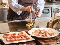 【朝食】オーダーブッフェ/鉄板で焼き上げるふわふわなフレンチトーストなどお楽しみください※イメージ