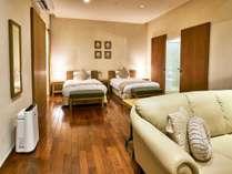 【ヴィレッジ・ツインルーム】ちょうど良い空気感を持つ二人ならではのためのツインルーム(客室一例)