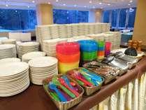【夕食】ディナーバイキング/お子様も安心してお召し上がりいただけるお皿もございます※イメージ