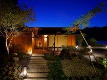絶景を眺めながら風情あるひとときをご満喫いただけます。二つの絶景露天風呂「紅葉谷・弥山」。
