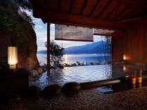 世界遺産が目の前に!完全プライベートな貸切露天風呂【望厳の湯】。朝焼け夕焼けの時間帯は特におすすめ。