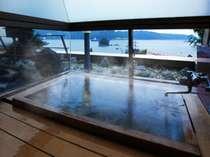 東館客室の古代檜内風呂