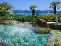 ■大浴場:露天風呂■開放感バツグン!真っ青な海を眺めながら、真っ青な湯舟でリラックス♪