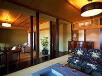 ■湯上り処:黒船茶屋■ こだわりの西洋家具に観葉植物。本当のくつろぎをおとどけします♪