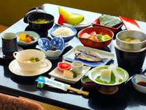 ■ご朝食■海の幸をふんだんに取り入れた和会席で、一日のはじまりを♪
