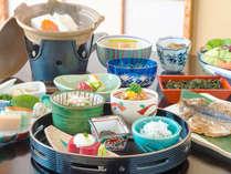 ■ご朝食■ お刺身や、地元の漬物を少しずつ…お客様の目覚めを体の芯から促します