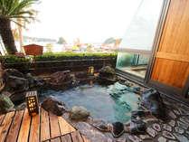 ■露天風呂付き客室:岩風呂■ 趣ある重厚な岩露天が、日頃の疲れを芯から癒します♪