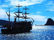水面に悠々とたたずむ黒船の姿は客室より連日眺めることができます
