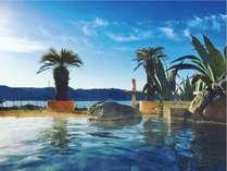 大海原と青空のコントラストが開放的!自慢の露天風呂は身も心も洗われると好評です♪