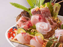 ■旬の地魚盛り合わせ■ 四季折々、その季節海で一番おいしいお魚をおとどけいたします♪