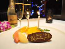 記念日には、ケーキとサプライズ演出でお祝いのお手伝いをさせて頂きます。
