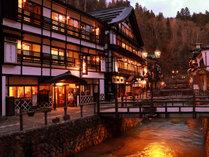 銀山温泉の中心にある温泉旅館です