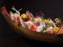 たろべ 自慢の舟盛りです。地魚の旨味をお楽しみください!!