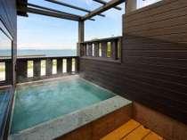 館山湾を見渡せる貸切風呂。海を眺めながら癒しのひとときをお楽しみください。