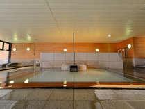 【大浴場/木の湯】香り高い檜をふんだんに使用したお風呂です。