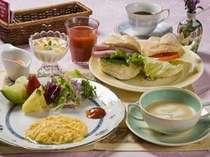 ピクニックバスケットでお届けする朝食!