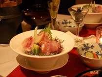 コース最後には嬉しい和食が! 地魚三種の造り・釜飯・香の物・汁物