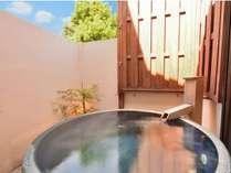 本館1号室(洋室)の露天風呂
