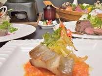 魚料理の真鯛のグリルにフレッシュトマトのソース。