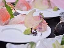 こちらが1名様盛りになった地魚のお刺身です。コースの後半に釜飯と一緒に出てきます♪