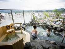 【大浴場 露天風呂】最上階からの景色は、高山市内一望。遠くには北アルプスが眺められます。