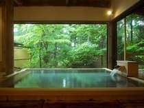 当館の庭園風呂は女性のお客様に好評です。