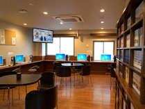5階娯楽室です。   新聞・雑誌・漫画(蔵書約1600冊)でおくつろぎ下さい。