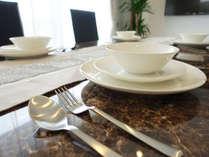 優雅な雰囲気が味わえる白を基調とした客室。