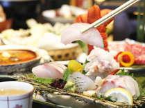 ご夕食にイセ海老、あわび、金目鯛料理、近海の魚のお造りなどお楽しみいただけるプラン(料理一例)