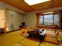 広縁のある広々とした和室が中心