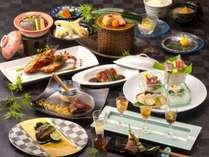 夕食は地元や近隣地場の食材を ふんだんに用いた会食スタイル