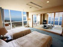 眼下に日本海を望む、大人数でもゆったりご利用いただける和洋室。
