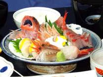 【お刺身づくし】「メギス」や「北国赤エビ」など、近海の鮮魚を刺身盛りで♪