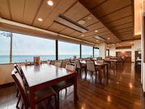 *レストラン海月/眼前には日本海が広がります。