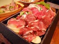 山盛り新鮮野菜に3種類の薄切り肉をかぶせて蒸し焼きに!名物「大名焼」は秘伝のポン酢でどうぞ★
