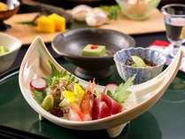 創作会席「天城越え」は地の素材を生かしたお料理。主に魚と野菜・豆などを中心にご用意しています