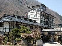 飛騨牛料理とお部屋食・貸切家族風呂が自慢の木造りの温泉旅館「長作の宿 なかだ屋」