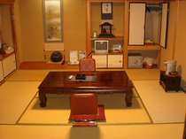 畳の香りと木肌が優しい和室は「ほっこり」落ち着くので、の~んびりゴロゴロを満喫ください
