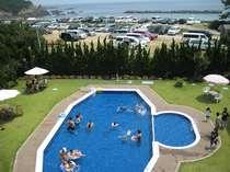 宿泊者は無料で利用OK!水深0.9mと0.4mの2ヶ所あります。伊勢志摩で人気の海水浴場が目の前!