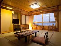 落ち着いた和室でゆったりと海を見ながらお寛ぎください。