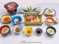 夕食◆豪華刺盛(本まぐろ付)・熟成牛の陶板焼付ご宿泊プラン(一例)